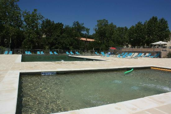 Azille, Francja: Piscines exterieures
