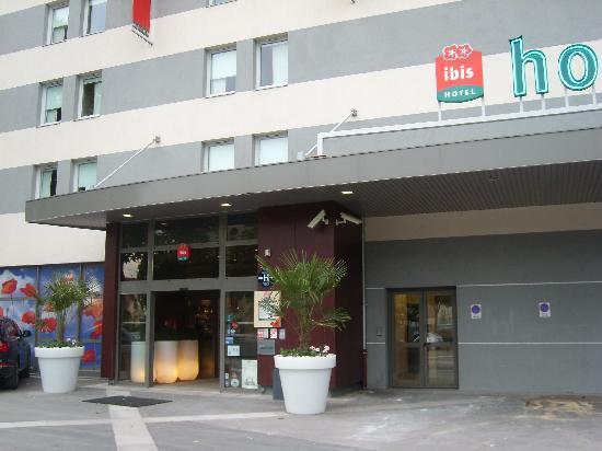 Ibis Dijon Centre Clemenceau: entrée principale