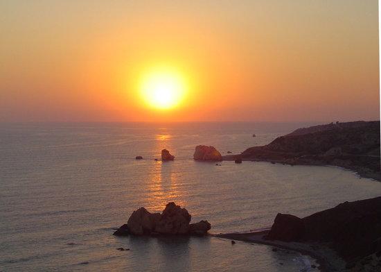 Kouklia, Cypern: Sunset view over Aphrodite's rock
