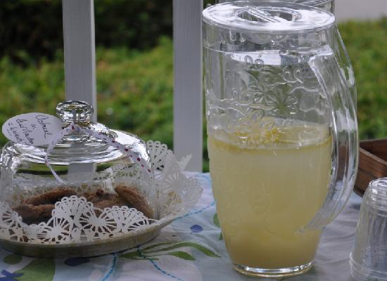 16 Beach Street Bed and Breakfast: Afternoon refreshments served daily