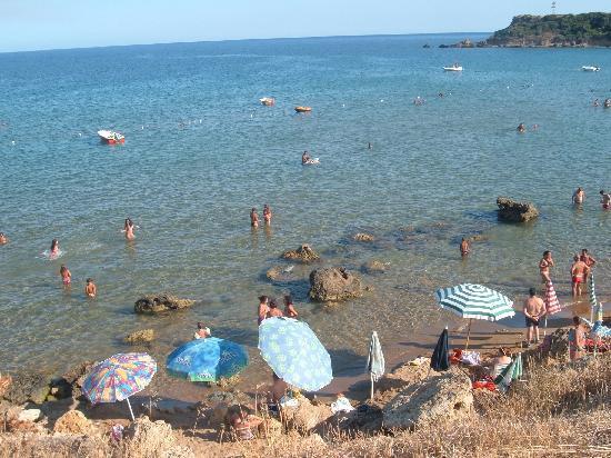 Isola di Capo Rizzuto, Italie : spiaggetta tra gli scogli