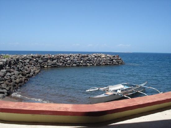 Paras Beach Resort: breakwater