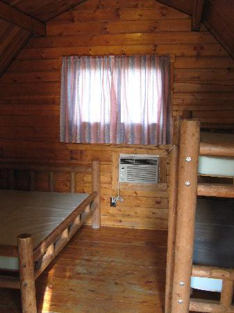 Fredericksburg KOA Kampground: Inside the cabin