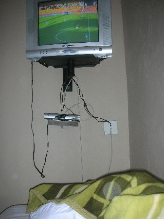 African Tribes Guest Lodge: This is how the TV hung