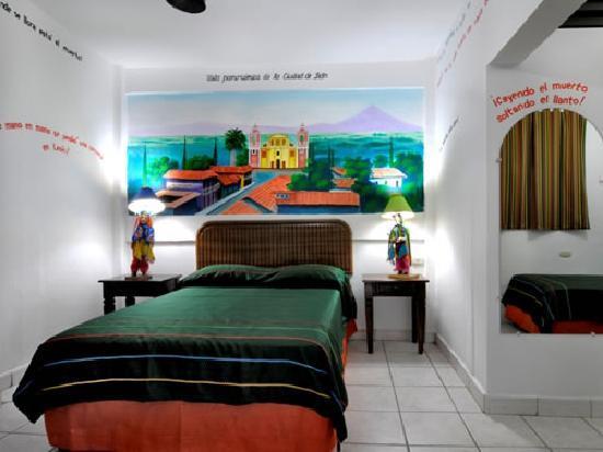 Hotel El Gueguense: Room