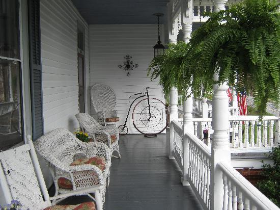 Claiborne House Bed and Breakfast : Perfect for Morning Coffee on front porch