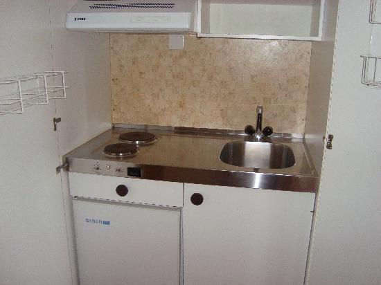 Hotel du Boulevard: Is this REALLY a kitchen?