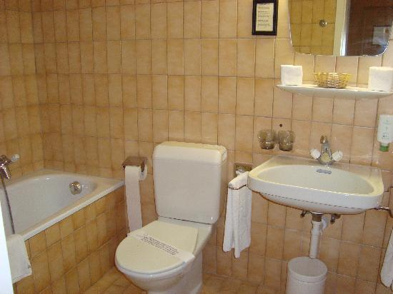 Hotel du Boulevard: adequate bathroom