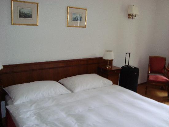 Hotel du Boulevard: bed