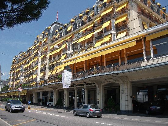Fairmont Le Montreux Palace: Frontal elevation