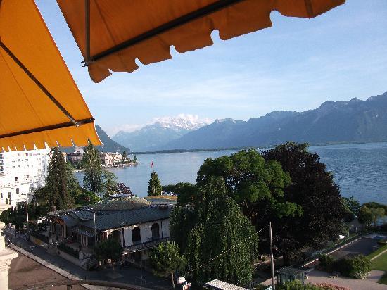 Fairmont Le Montreux Palace: Lake view