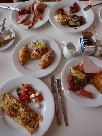 โรงแรมริซอส ลิเบอร์ตัส: 朝食