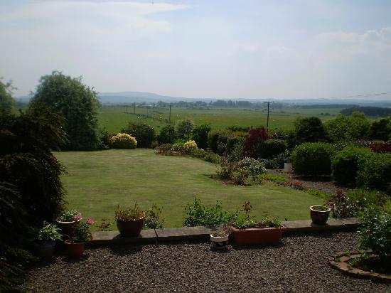 Ladythorne House: Lovely gardens.