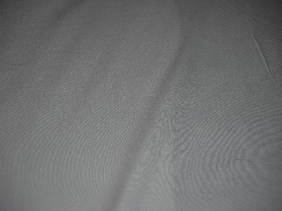 Ocean 7: How often do they clean these sheets?!