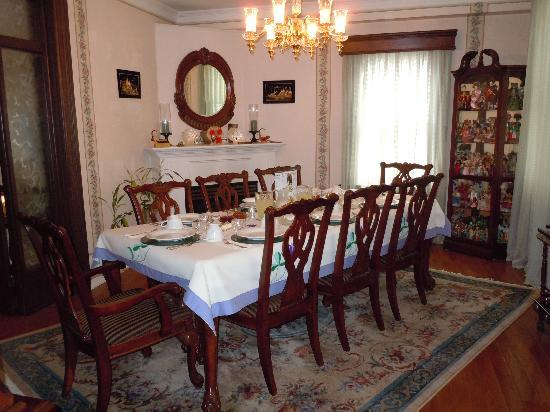 Heritage 1840 Bed and Breakfast: dining room for breakfast