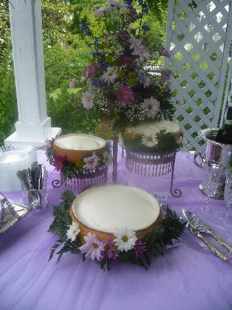 Shadowlawn Bed & Breakfast: Our Wedding Cake by Burnette