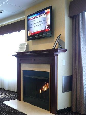 Holiday Inn Express Hotel & Suites Willcox : Kamin im Frühstücksraum