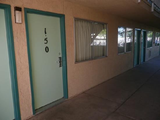Motel 6 Holbrook: Außenansicht Zimmer