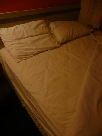 Motel 6 Holbrook: Unbenutztes Bett beim Zurückschlagen der Decke