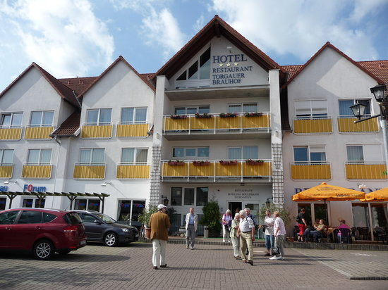 front view of Hotel Torgauer Brauhof