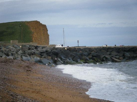Freshwater Beach Holiday Park: West Bay Beach