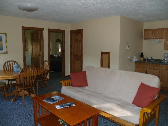 Wilson Lake Inn: Two bedroom suites w/full kitchen
