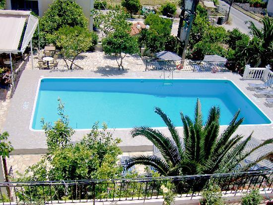 Anthis Studios: Swimming pool