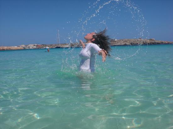 Hotel Baia Turchese : mia figlia nell'acqua
