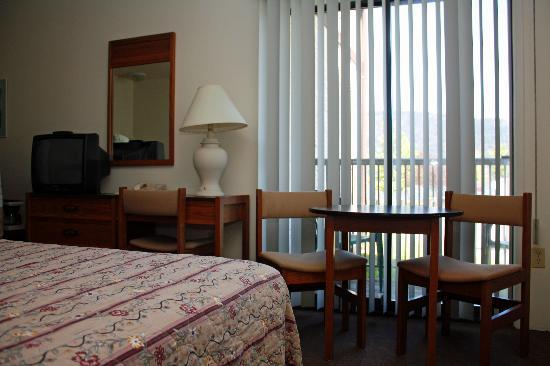 Wessex Inn: Spacious and clean, our rooms have 1 or 2 queen and some have kitchens.