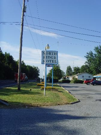 North Ridge Motel: view of the sign