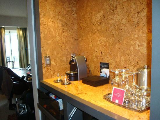 Auberge Saint-Antoine: Kaffeemaschine im Zimmer