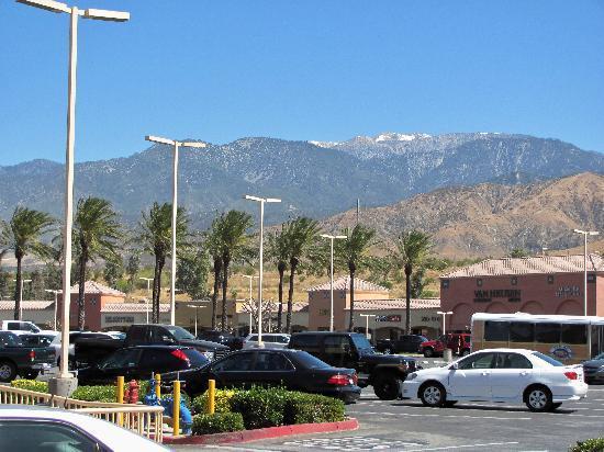 Residence Inn Anaheim Hills Yorba Linda: parking lot view