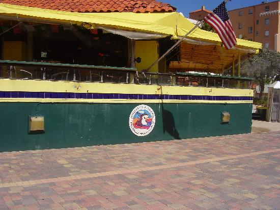 Hollywood Beach Tower: O'Malley's- we love the friend 'gator