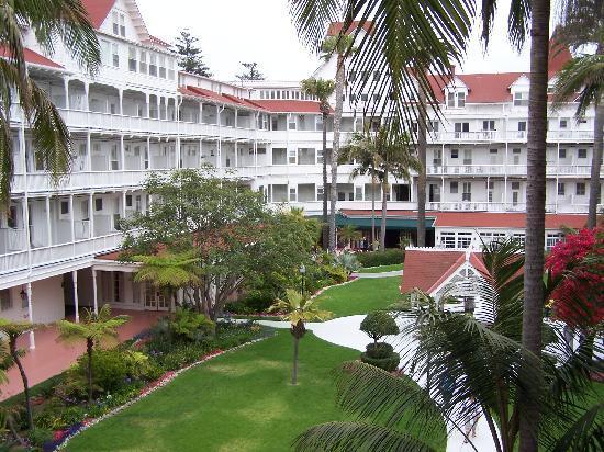 Hotel del Coronado: Courtyard view