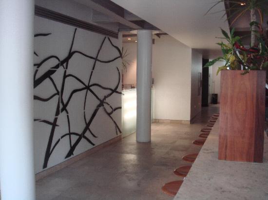 Hotel Habita: Lobby Area