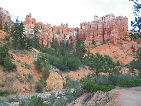 Bryce Canyon Inn: Mossy Cave Trail near Tropic, UT