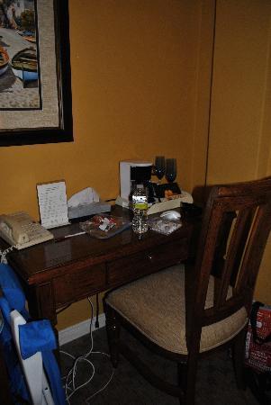إل كوردوفا هوتل أون كورونادو أيلاند: out dated dingy furniture