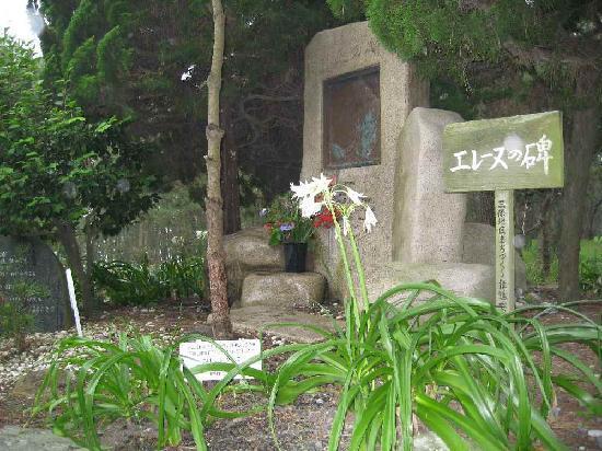 Miho Seacoast (Miho no Matsubara Beach): Helen's Monument and Crinum Lilies