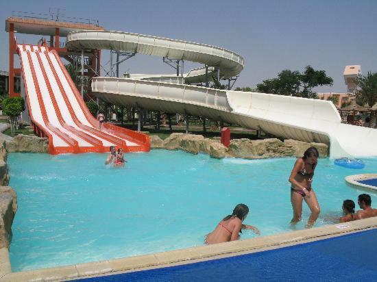 Primasol Albatros Resort : main building with reception and bar
