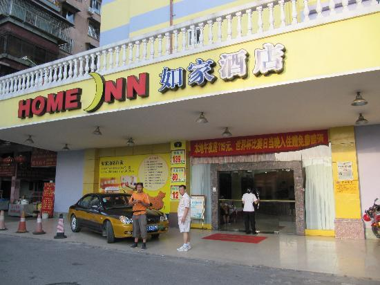 Home Inn Guilin Railway Station: Strassenseite