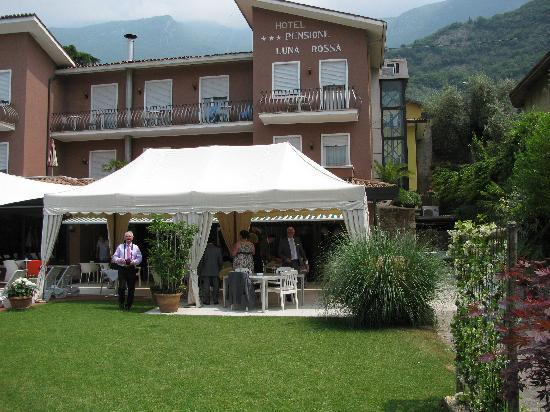 Ambienthotel Luna Rossa: open air dining for breakfast and all day drinks