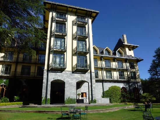 Wildflower Hall, Shimla in the Himalayas: Main entrance