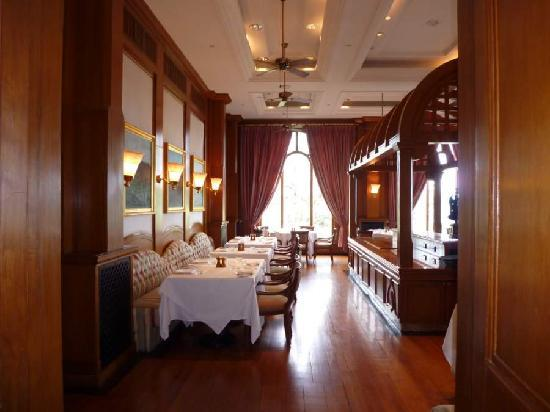 Wildflower Hall, Shimla in the Himalayas: breakfast room