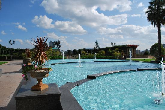 Sheraton Addis, a Luxury Collection Hotel: Blick in den Garten