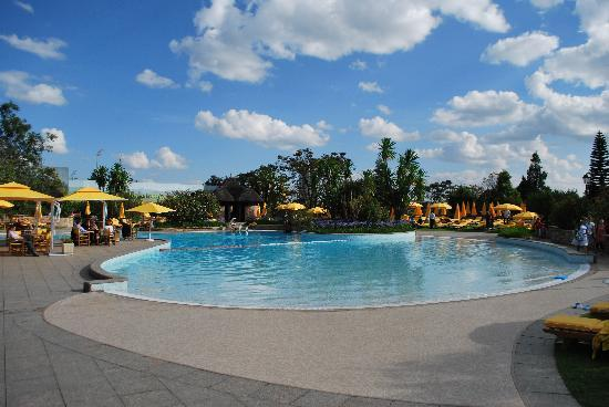 Sheraton Addis, a Luxury Collection Hotel: eine Seite des Pools