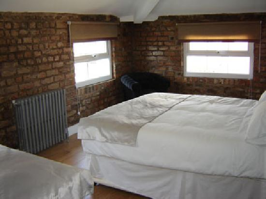 The Richmond Pub & Hotel: Bedroom 1
