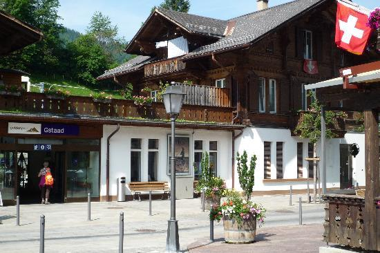 Гштаад, Швейцария: Gstaad, Train station