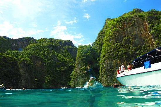 Kata Beach Resort and Spa: Phi Phi