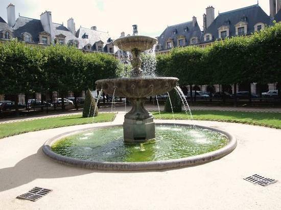 Paryż, Francja: Place des Vosges