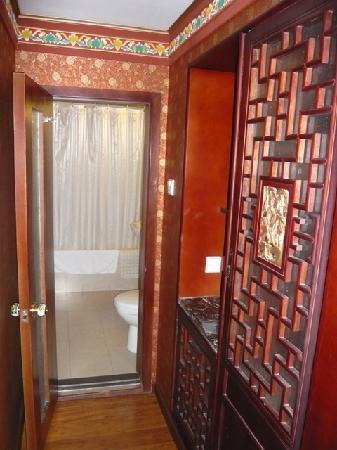 Bamboo Garden Hotel: Small floor to washing room